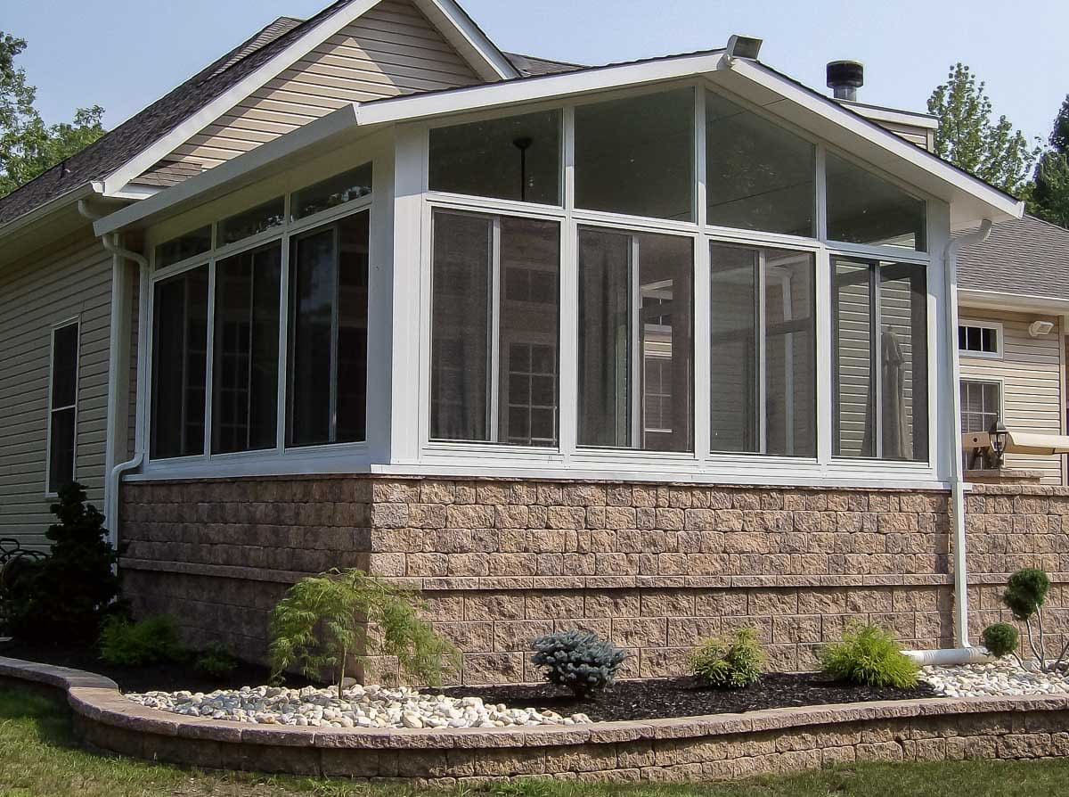 Sunroom designs pictures interesting its large windows for Sunroom plans free
